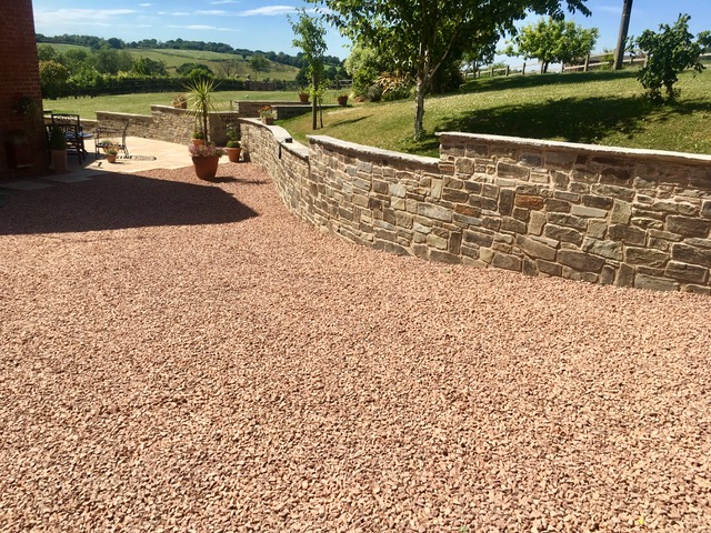 retaining walls made from natural stone
